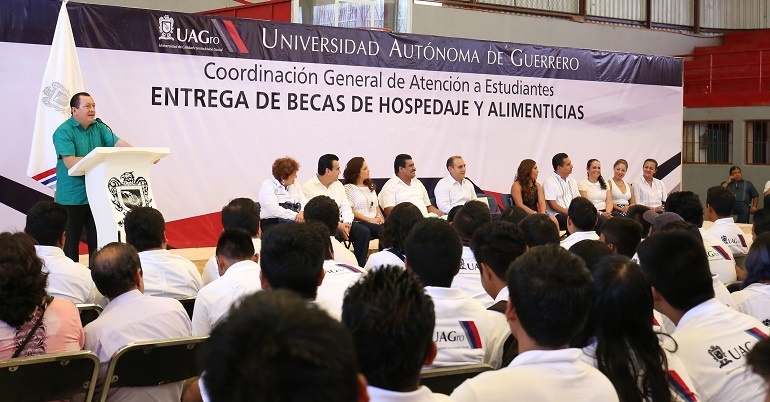 becas_estudiantes_uagro_rector (2)