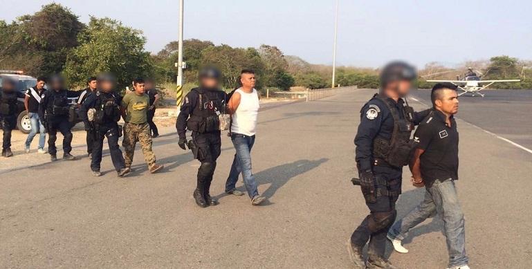 detenidos_policia_federal_petatlan (2)