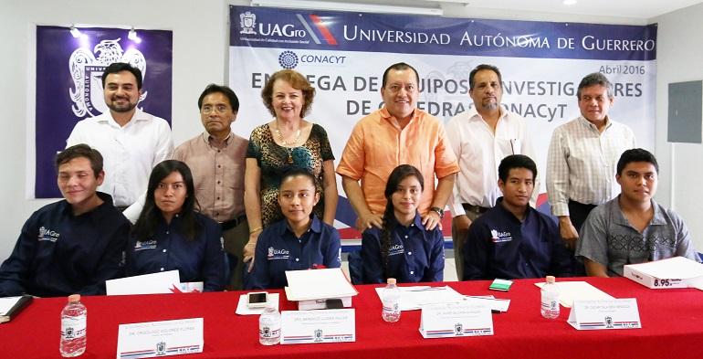 estudiantes_uagro_investigacion_rector
