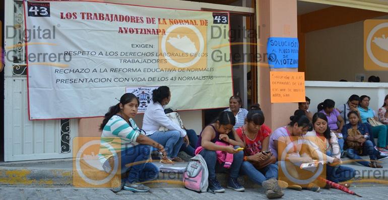 maestros_ayotzinapa_oficinas_seg (2)
