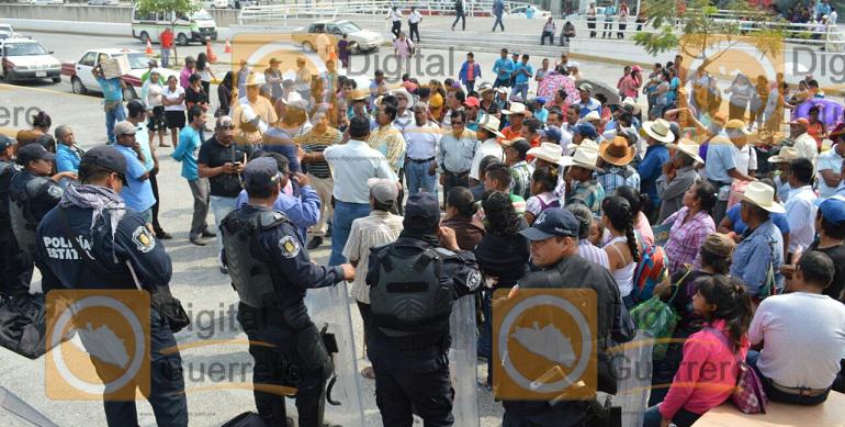 marcha_palacio_gobierno_chilpancingo (1)