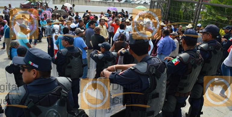 marcha_palacio_gobierno_chilpancingo (2)