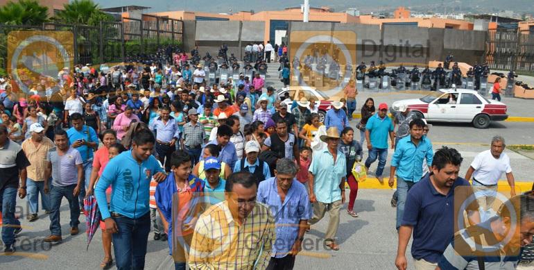 marcha_palacio_gobierno_chilpancingo (3)