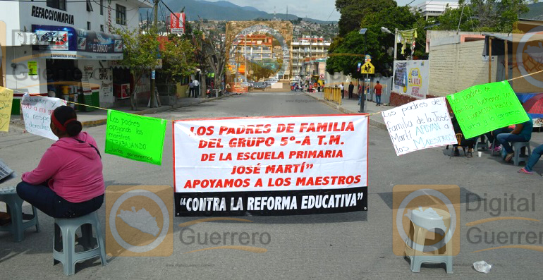 bloqueo_chilpancingo_reforma_educativa (2)