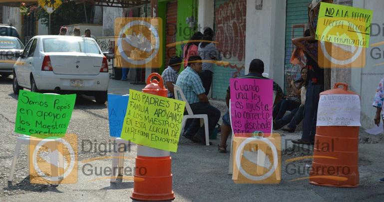 bloqueo_padres_redorma_educativa_chilpancingo (1)
