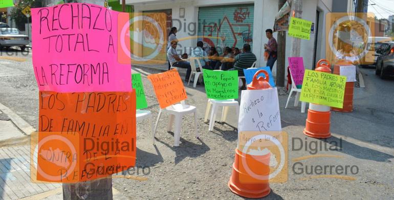 bloqueo_padres_redorma_educativa_chilpancingo (2)