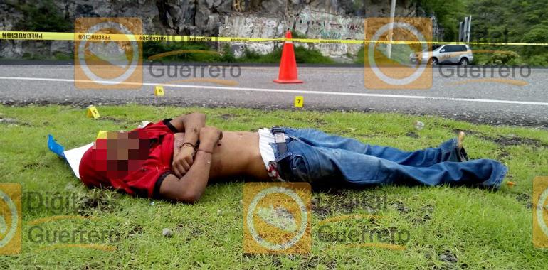 Localizan a un hombre ejecutado en la carretera federal Chilpancingo-Iguala 1