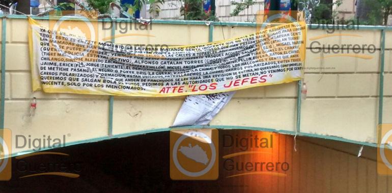 Localizan narco manta en pleno zócalo de Chilpancingo; advierten una limpia