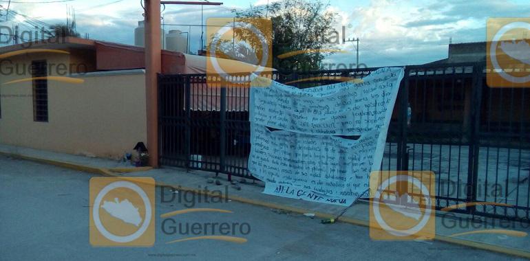 """Dejan narco manta en Iguala, grupo armado asegura la paz al haber """"limpiado"""" la plaza"""