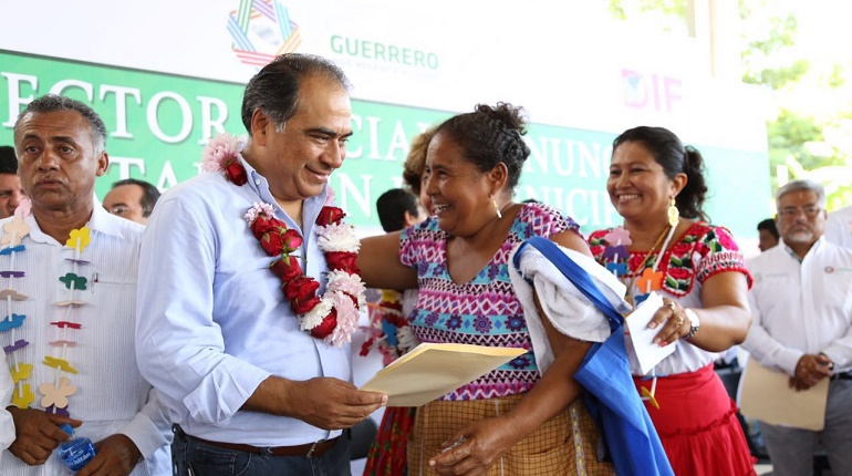 Entrega HAF apoyos para habitantes del municipio de Juchitán 1