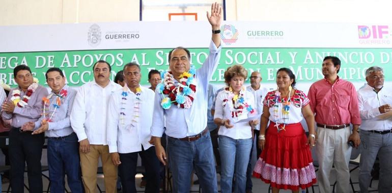 Entrega HAF apoyos para habitantes del municipio de Juchitán