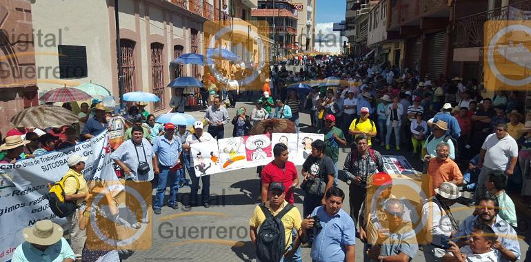 Marcha Sutcobach en Chilpancingo exige pago de prestaciones y recategorizaciones 1