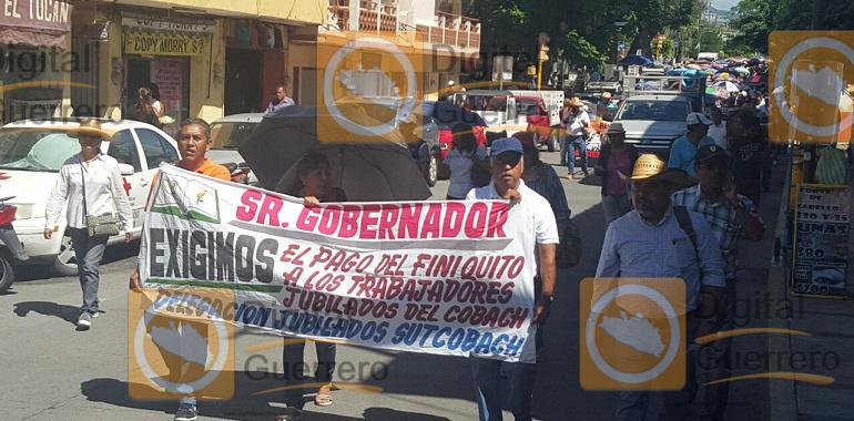 Marcha Sutcobach en Chilpancingo exige pago de prestaciones y recategorizaciones