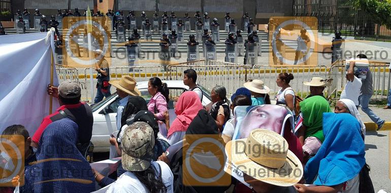 Marchan familiares de víctimas de desaparición forzada, en Chilpancingo 1