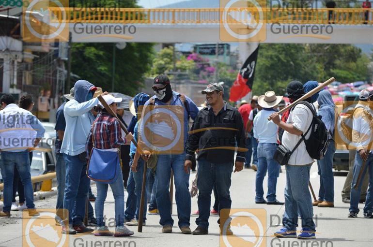 Marchan organizaciones sociales contra la Reforma Educativa 1
