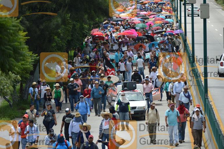 Marchan organizaciones sociales contra la Reforma Educativa