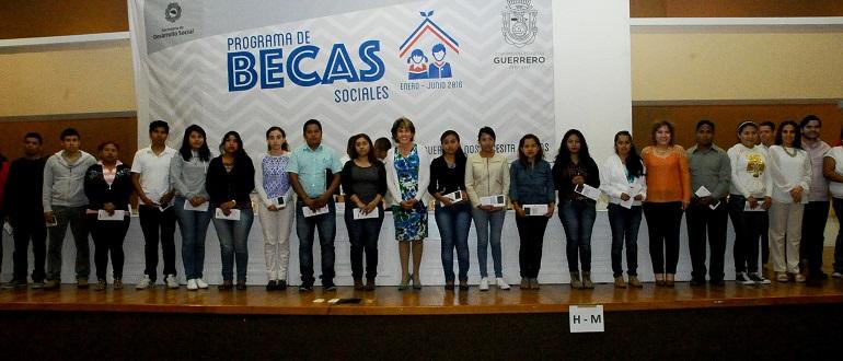 entrega_becas_sociales_chilpancingo (1)