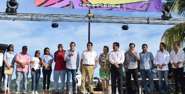 expo_juventud_zihuatanejo