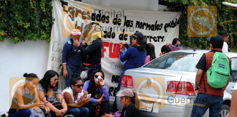 normalistas_funpeg_protesta