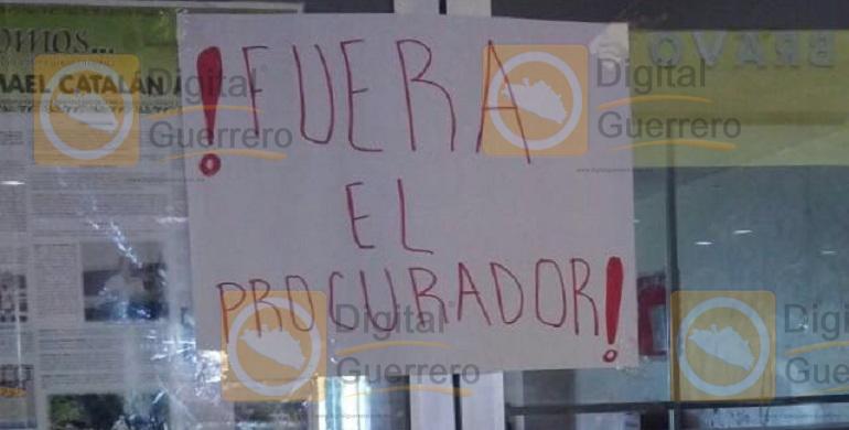 protesta-palacio_municipal_chilpancingo (2)