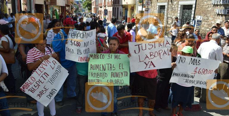 protesta_trabajadores_ayuntamiento_chilpancingo (1)