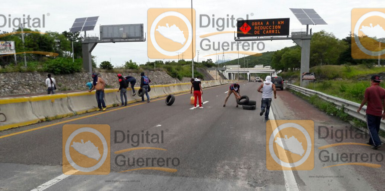 quema_llantas_chilpancingo_ayotzinapa (1)