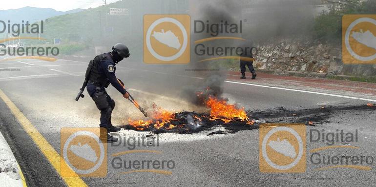 quema_llantas_chilpancingo_ayotzinapa (2)