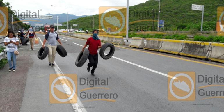 quema_llantas_chilpancingo_ayotzinapa (4)
