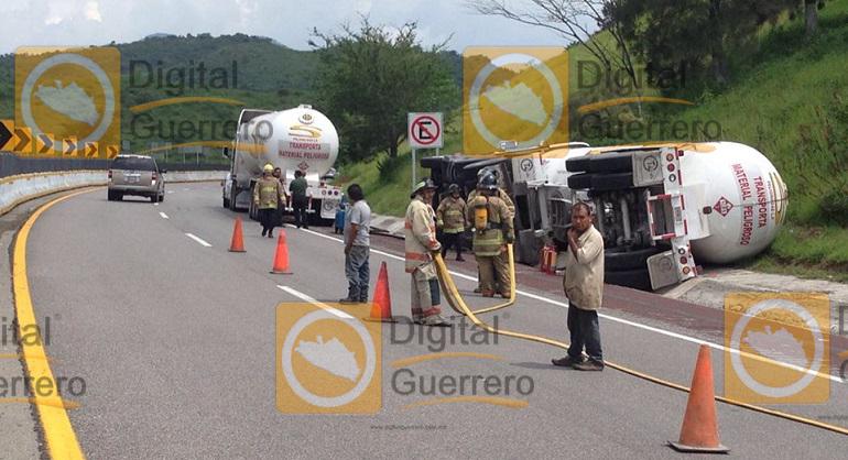 volcadura_pipa_gas_autopista_sol (1)