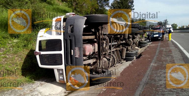 volcadura_pipa_gas_autopista_sol (2)