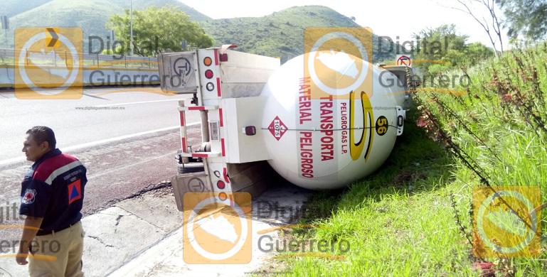 volcadura_pipa_gas_autopista_sol (3)
