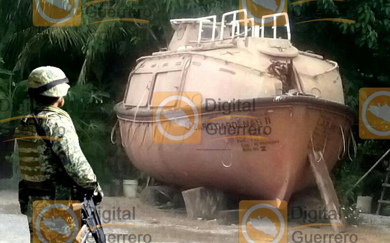 fuerzas-federales-aseguran-un-submarino-en-la-costa-grande-guerrero