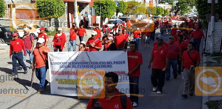 Marchan trabajadores del Ayuntamiento de Chilpancingo, para pedir la destitución de Marco Leyva 2