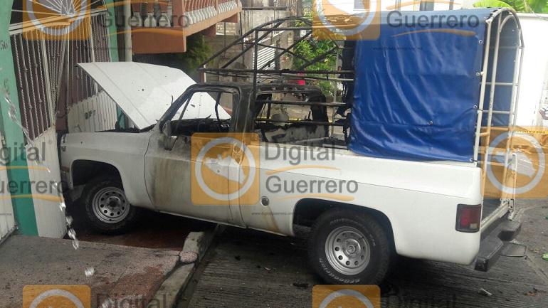 Queman camioneta con todo y conductor en Acapulco