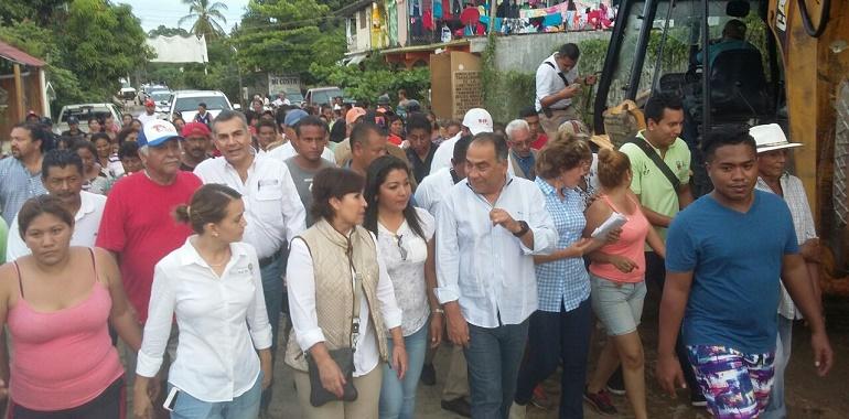 Recorren Héctor Astudillo y Rosario Robles comunidades afectadas por las lluvias en San Jerónimo