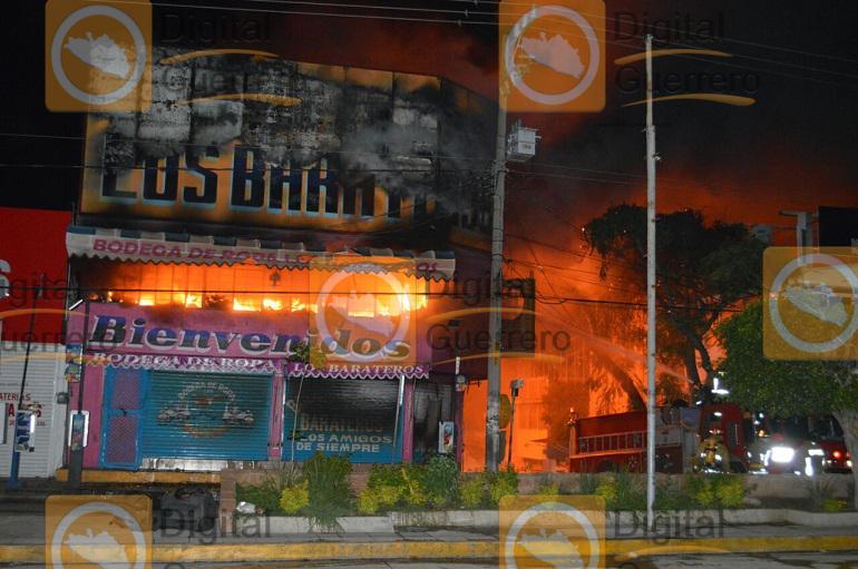Se incendia conocida tienda de ropa en Chilpancingo 3