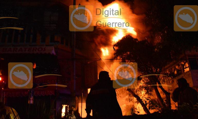 Se incendia conocida tienda de ropa en Chilpancingo