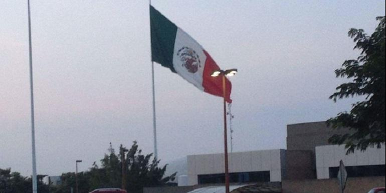 bandera_izada_alrevez
