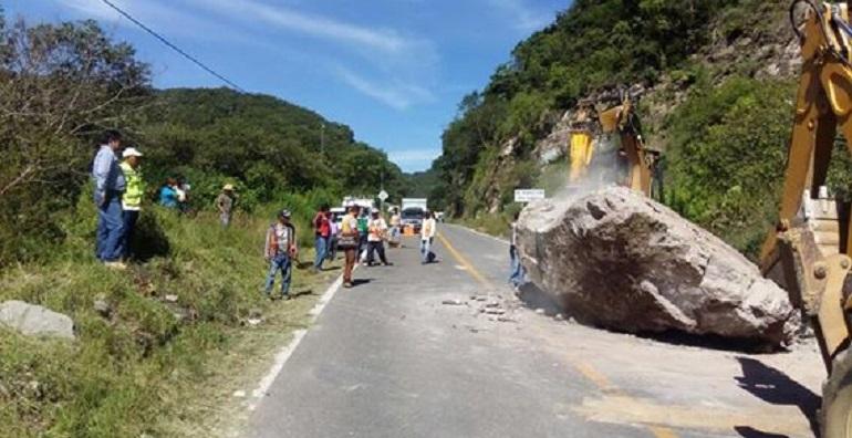 chilpancingo_tixtla_rocas_carretera (1)