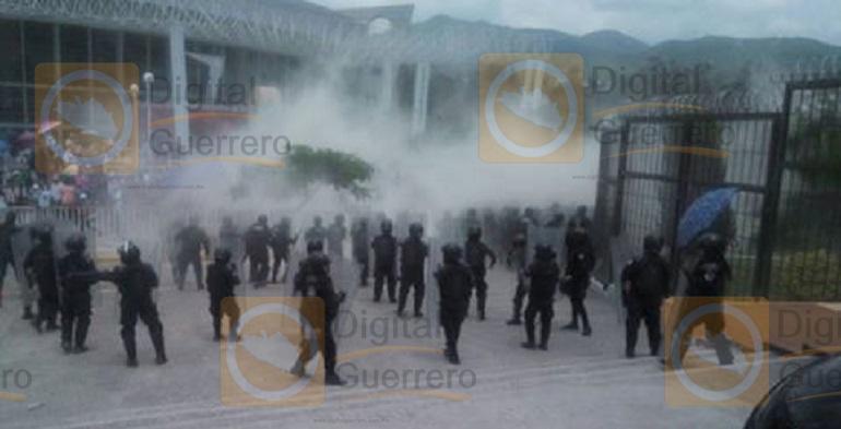 desalojo_maestros_chilpancingo