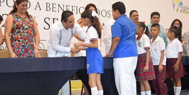 entrega_becas_municipales_acapulco-2