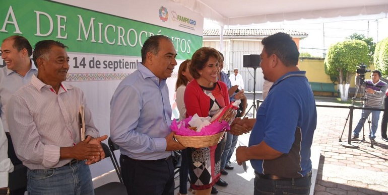 entrega_microcreditos_astudillo-1