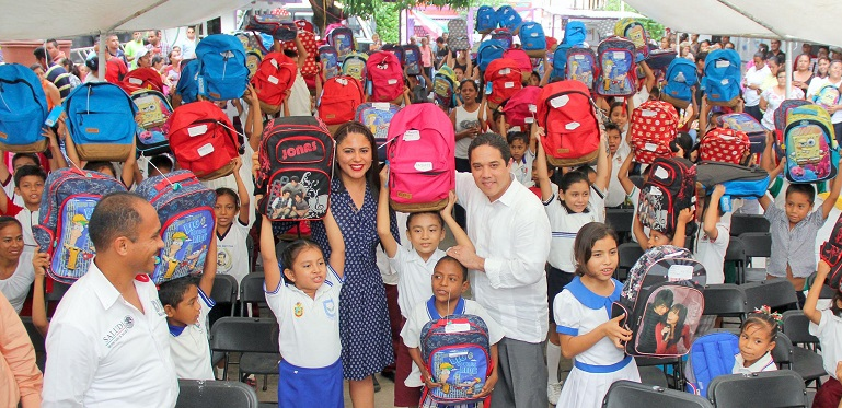 entrega_paquetes_escolares_dif_acapulco