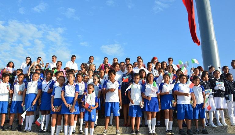 lunes_bandera_asta_acapulco-1