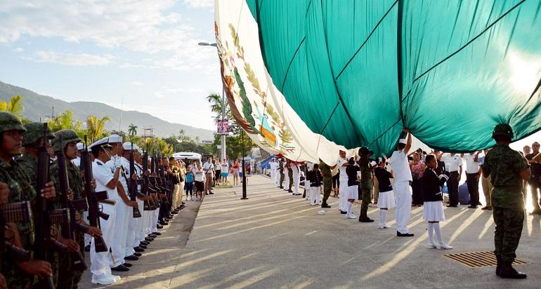lunes_bandera_asta_acapulco-2