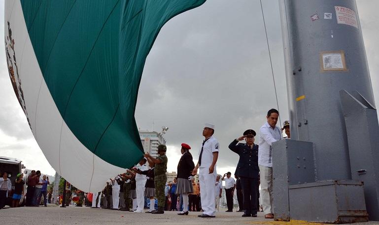 lunes_bandera_asta_parque_papagayo-1