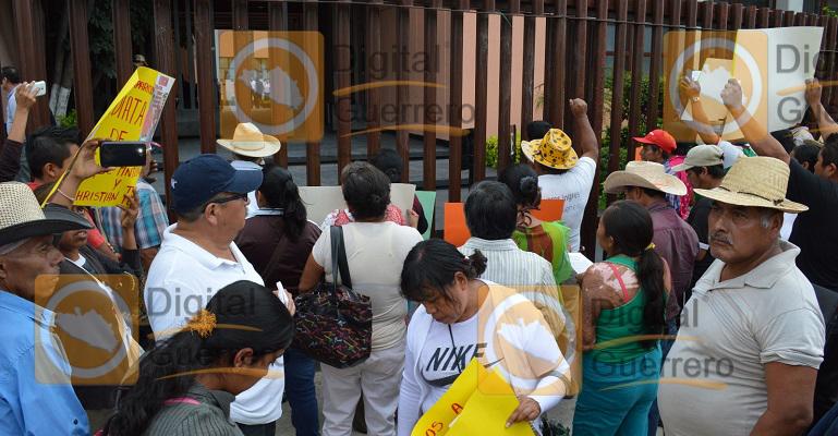 protesta_habitantes_apango_congreso_guerrero-3