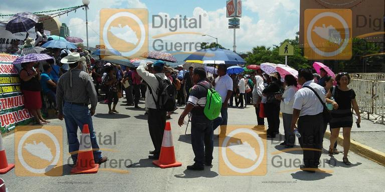 protesta_maestros_jubilados_guerrero-1