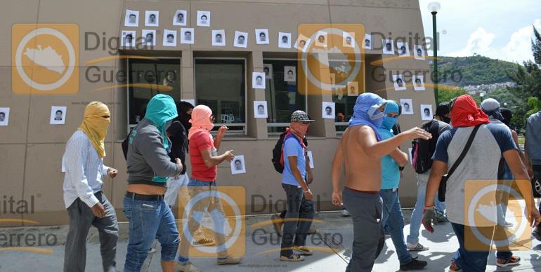 protesta_normalistas_ayotzinapa_fiscalia-1