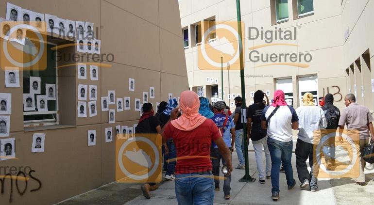 protesta_normalistas_ayotzinapa_fiscalia-2